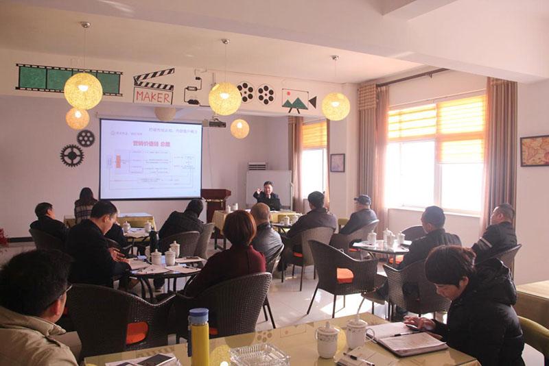 园区咨询专家为企业开展战略定位专题讲座